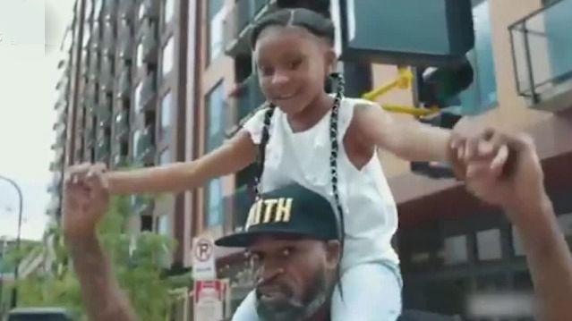 令人心碎!美国被害黑人女儿自豪呐喊:爸爸改变了世界