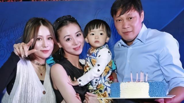 人生赢家!范志毅为女儿过儿童节,被年轻美妻嫌弃礼物很糟糕