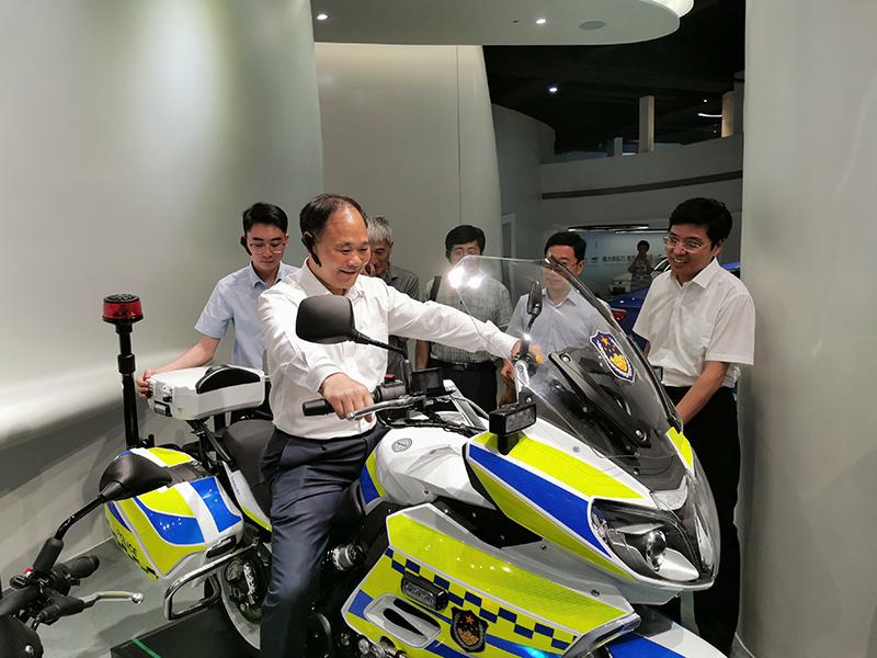 """李书福:""""以禁代管""""极大抑制中国摩托车发展"""