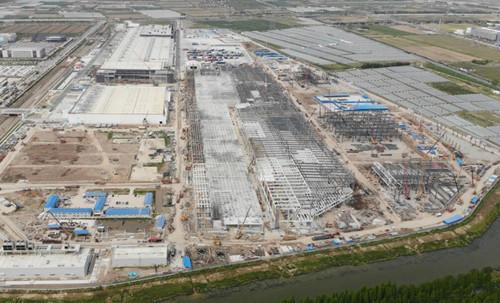特斯拉上海超级工厂Model Y厂房屋顶铺设已基本完