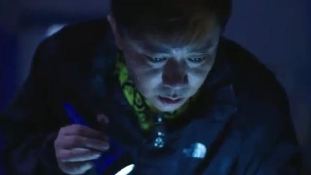 小富来小芳家偷设计图 恰巧遇到了丁俊来偷电脑