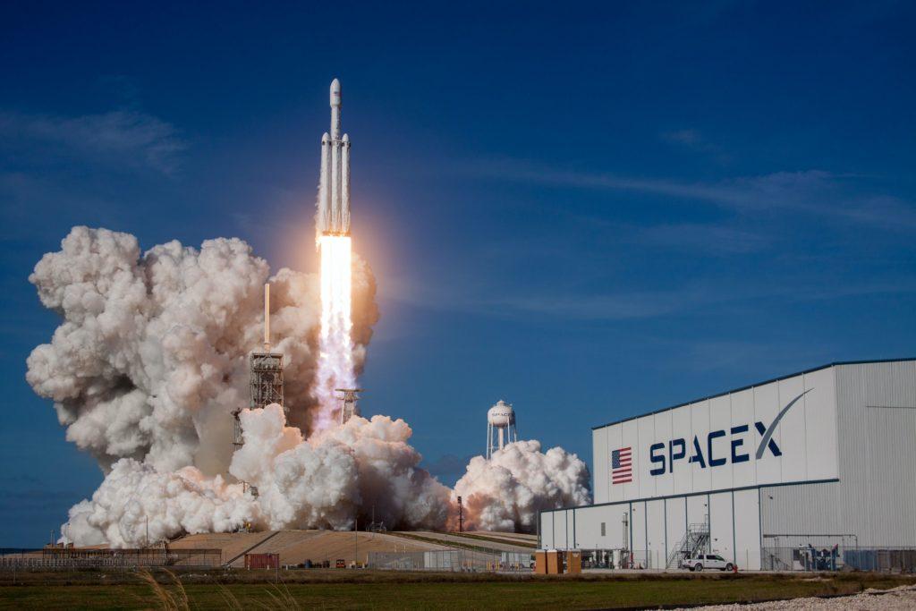 SpaceX的龙飞船发射成功