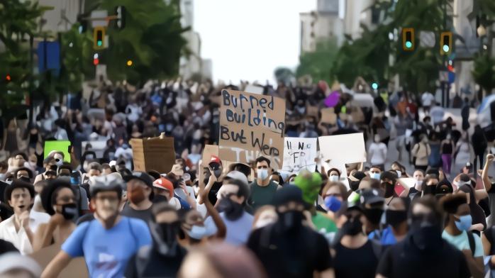 """记者直击:示威者""""零距离"""" 现场唾沫横飞"""