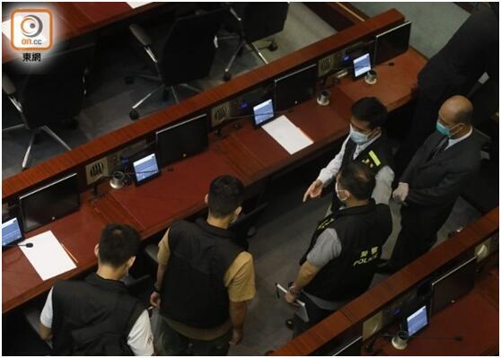 """【炮兵社区app排名优化课程】_香港立法会会议室又现疑似""""臭水"""",警方到场搜证"""