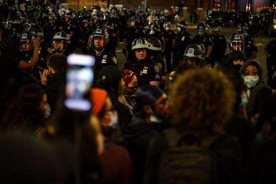 社交媒体成为美国抗议活动的主战场。