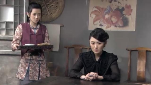 雨萍在研究父亲留下的血书 突然连饭都不吃就要去找方觉