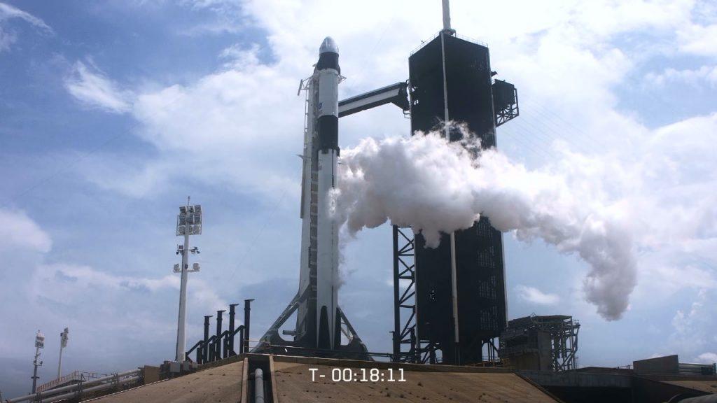 """历史性的一刻!SpceX载人""""龙""""飞船发射成功"""
