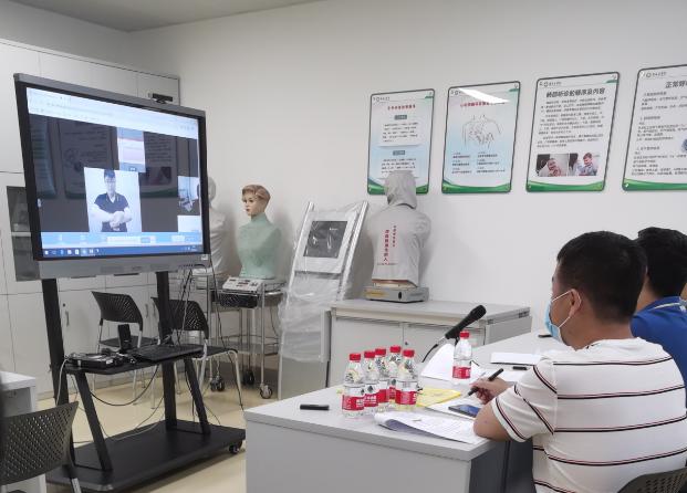 """广西首个""""5G﹢云考场""""桂林医学院2020年硕士研究生招生考试远程复试现场。"""