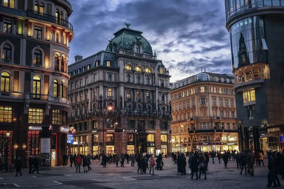 △夜幕下的奥地利 / Pixabay