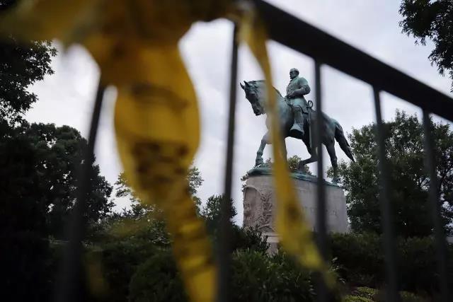 ▲图为罗伯特·李将军雕像 来源:新华国际头条