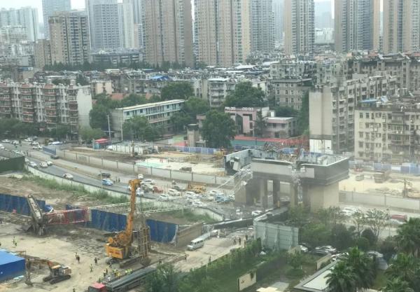 【搜爱程雪柔公交车】_武汉吊塔倒塌事故路段清障结束,已展开事故调查与责任认定