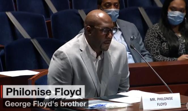 【刷百度下拉】_弗洛伊德弟弟出席听证会,几度哽咽:2020年了,受够了