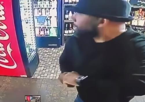 【青海企划网】_美国黑人因店铺遭抢报警求助 却遭警察猛揍打掉数颗牙