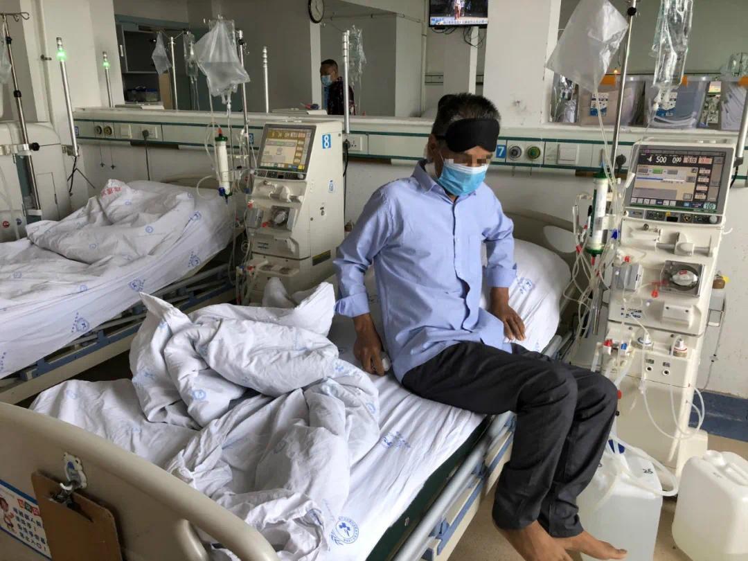 ▲透析A区病房里可以同时容纳13人进行血透,廖银超算是这里的新面孔。新京报记者杜雯雯 摄