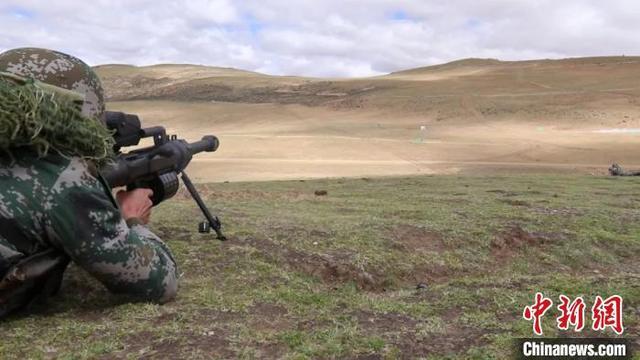 西藏军区举行合同战术演习 15式轻型坦克亮相