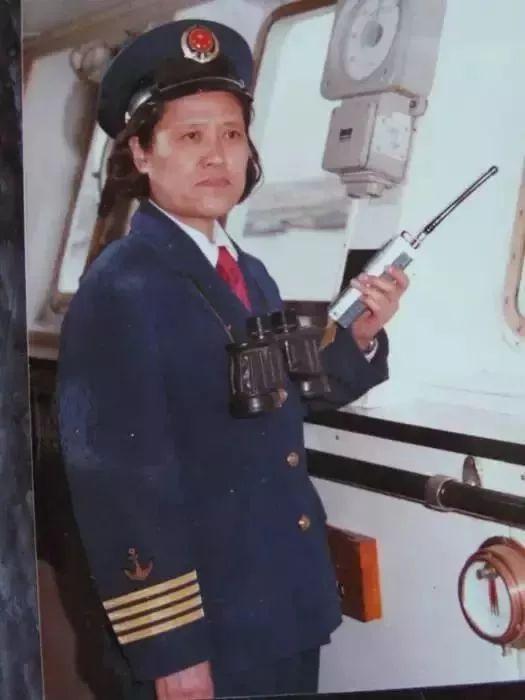 孔庆芬成为中国航海史第一位远洋轮女船长。