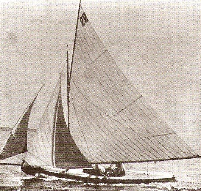 参加1900年的夏季奥运会的瑞士Lérina号。照片刊载于1900年第3期法国周刊《户外生活》第358页。