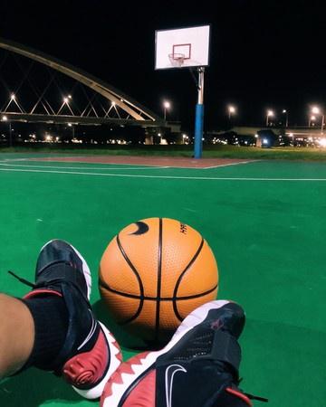 罗志祥深夜打篮球晒照