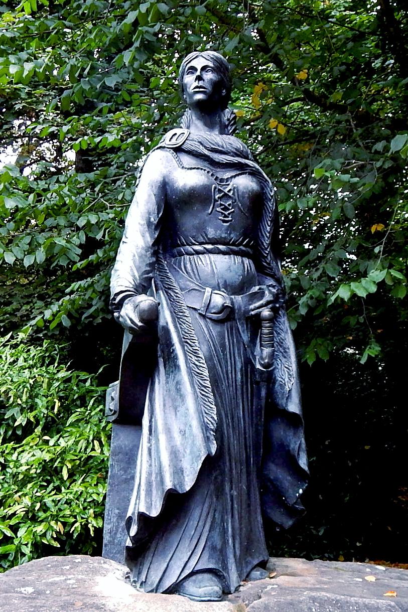 格蕾丝·奥马利是爱尔兰16世纪著名的历史人物,她的雕像矗立在爱尔兰梅奥公司西港大厦门口。