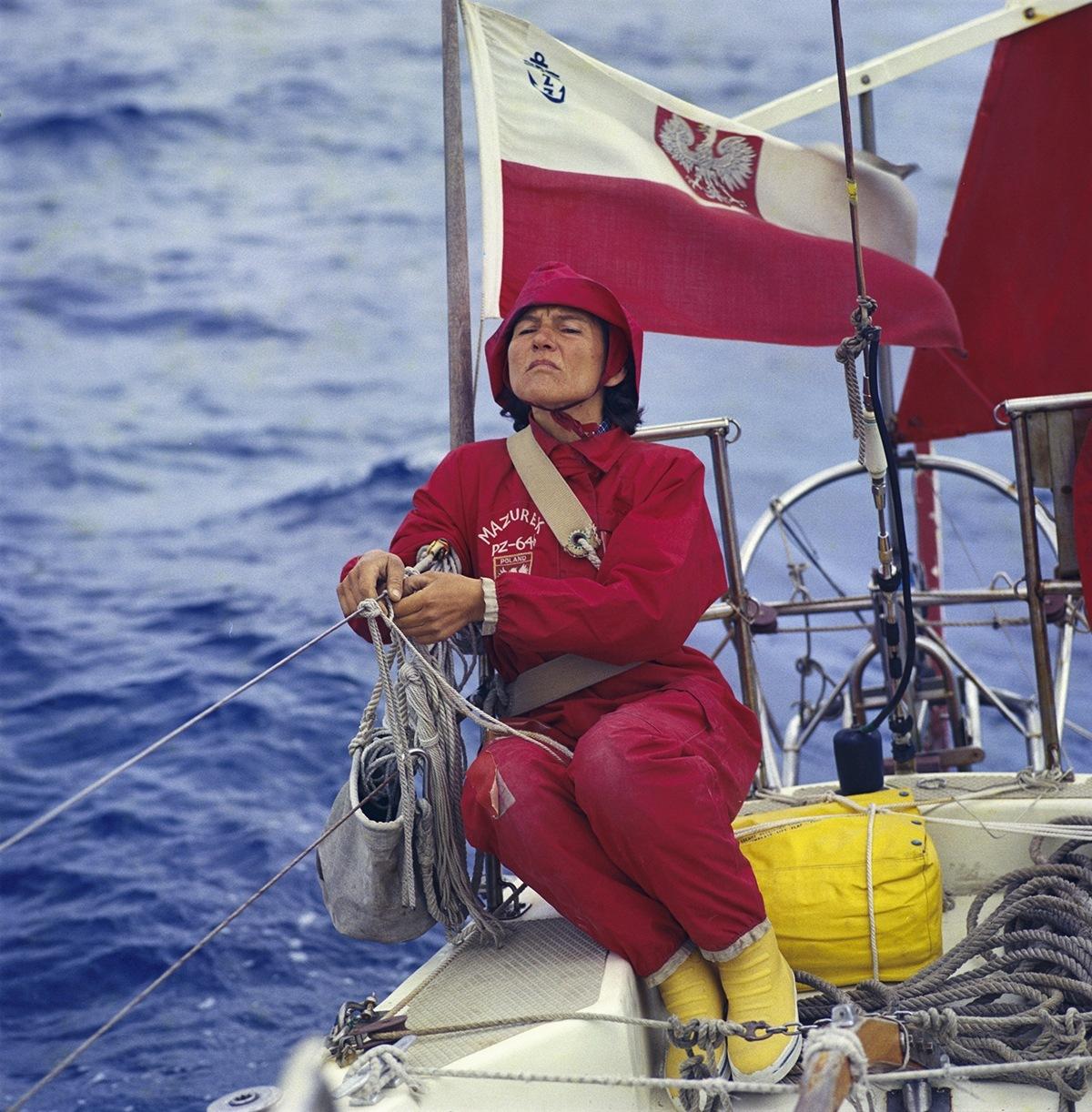 波兰的克里斯蒂娜是第一位完成单人环球航行的女性。