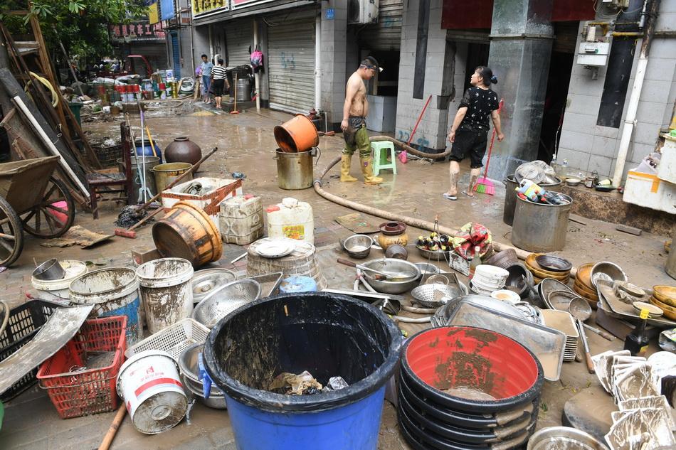 重庆綦江史上最大洪峰过境,淹没二层居民楼