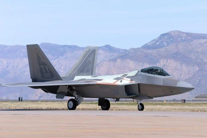 美军F-22战斗机又曝出严重问题 矢量发动机不够用