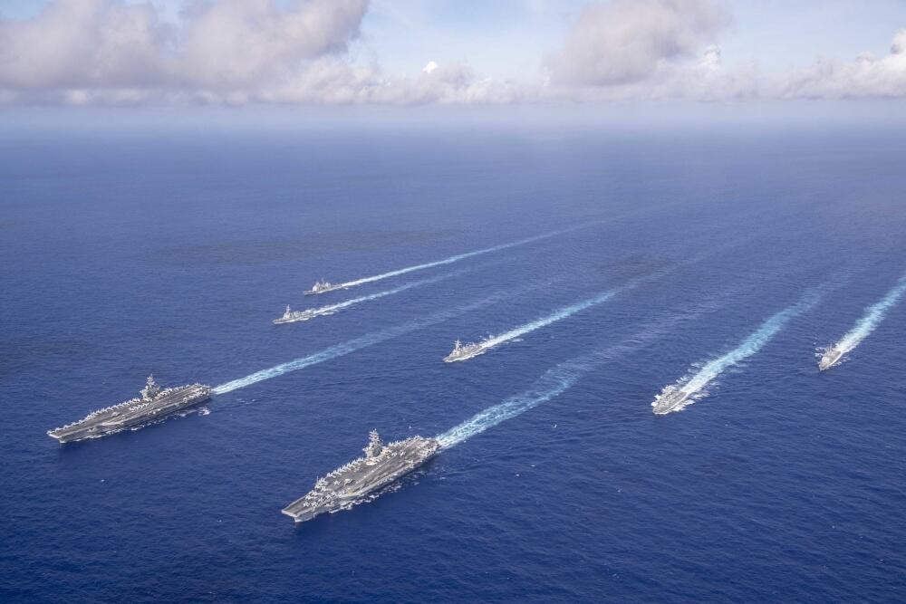 美军在西太出动双航母编队秀肌肉 特地点了下南海