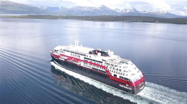 国内首艘大型纯电动客船启航:搭25吨磷酸铁电池 相当于50辆电动汽车