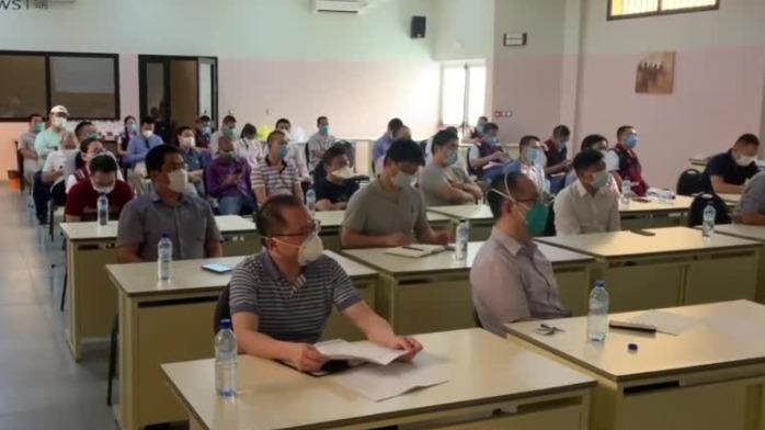 援非医疗队为华人华侨发健康包 专门进行中医药科普