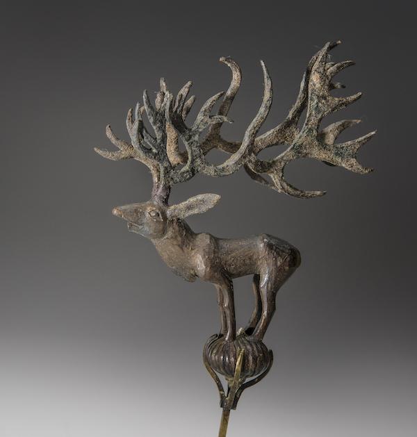 """中国丝绸博物馆的""""丝路岁月:大时代下的小故事""""展品 雕塑鹿,巴泽雷克出土,俄罗斯艾尔塔什博物馆藏"""