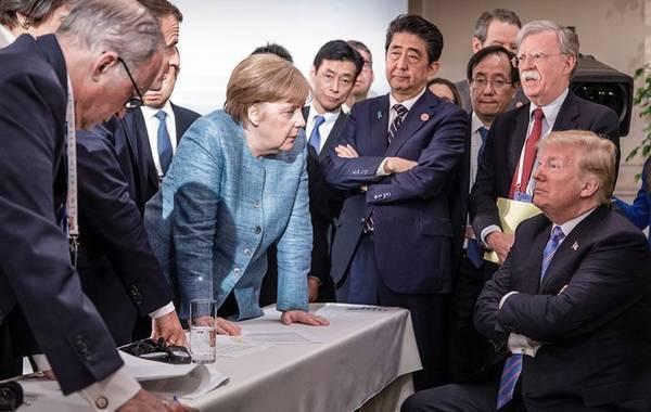 """当年大火的G7峰会一瞬间,特朗普身旁的博尔顿如今已是""""仇人""""。"""