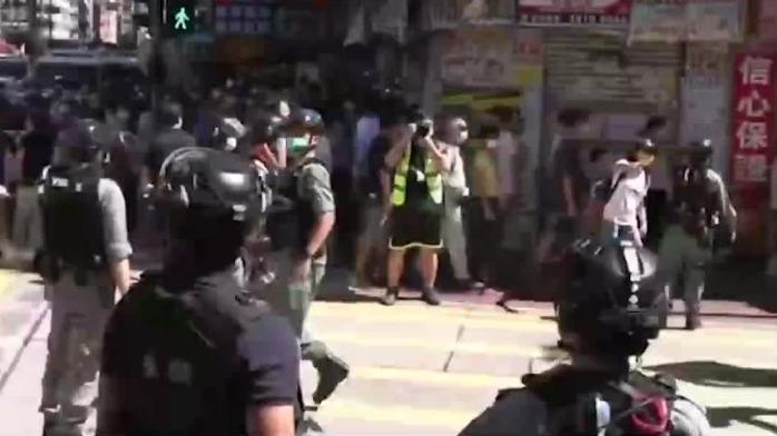 旺角有人涉嫌非法集结 港警果断拘捕53人