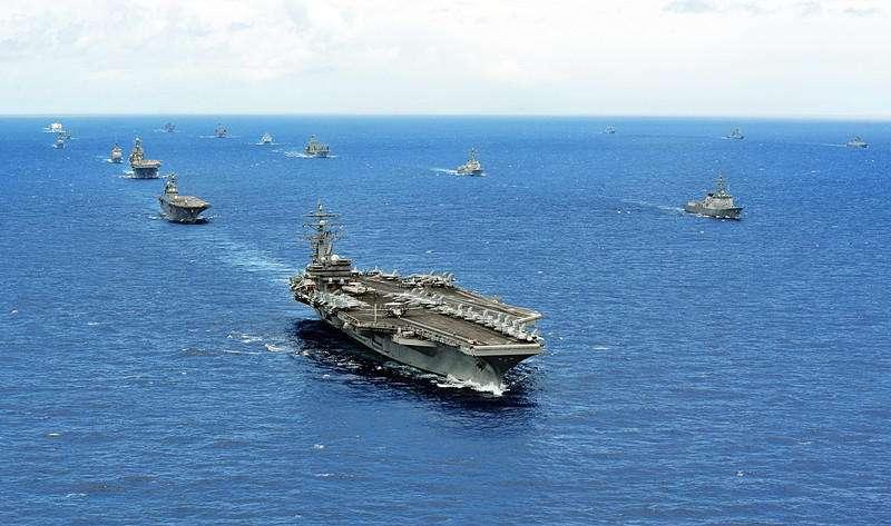 王云飞:美国双航母进入南海今起演习 解放军严阵以待