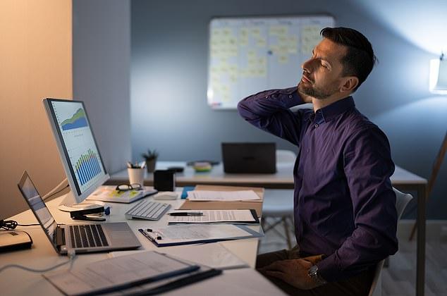 长期坐在计算机前会造成颈椎不舒适