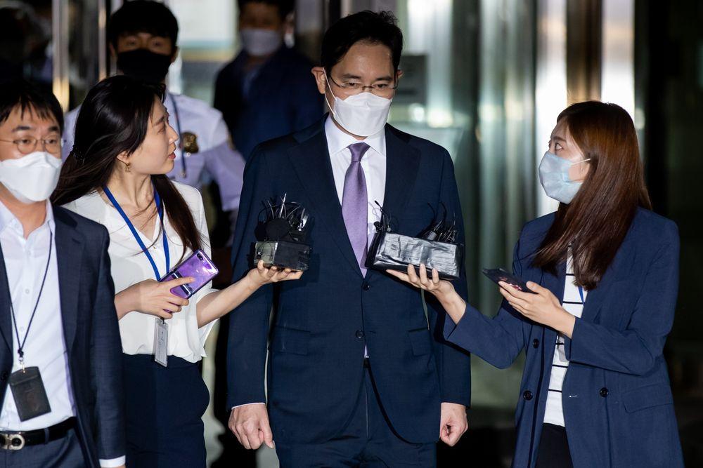 和尚、老师,这13位韩国平民为何能左右三星太子的命运?
