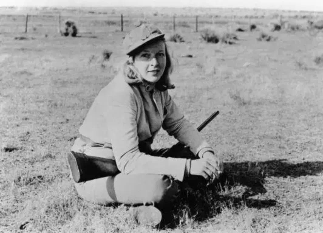 玛莎·盖尔霍恩(Martha Gellhorn,1908—1998),美国作家,上世纪第一位女战地记者
