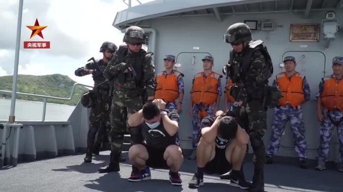 今天,驻港部队陆海空三军联合演练