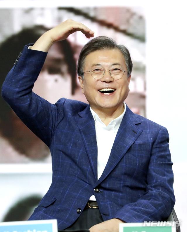 """【英文优化】_文在寅喊话韩国民众""""买买买"""":现在消费就是爱国"""