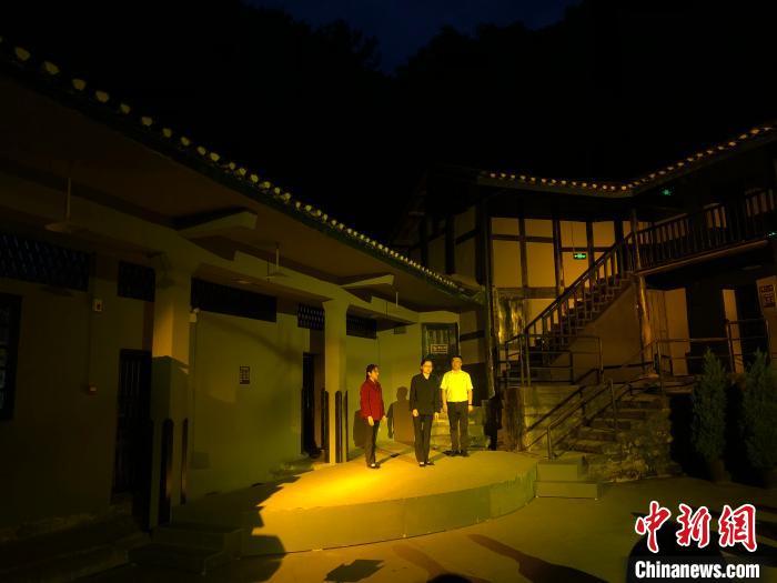 图为《歌乐忠魂》实景演艺在重庆渣滓洞看守所旧址举行首演。 钟旖 摄