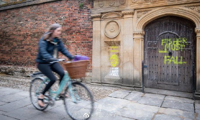 剑桥决定移除统计学奠基人罗纳德·费希尔纪念窗