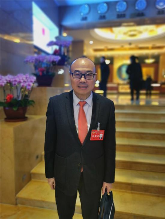 山西政协委员蔡志忠为山西建言献策