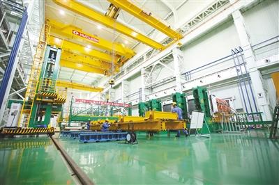 国网电力西宁检修基地换流变组装厂房。 朱毅然 摄