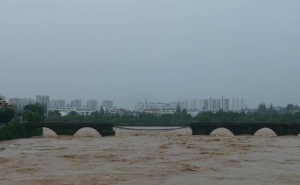 屯溪老大桥(镇海桥)今天被毁现场
