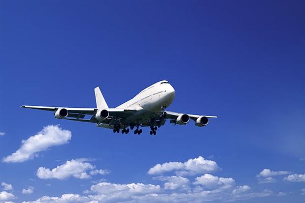 国内首架高速卫星互联网飞机首航成功 百兆带宽上网