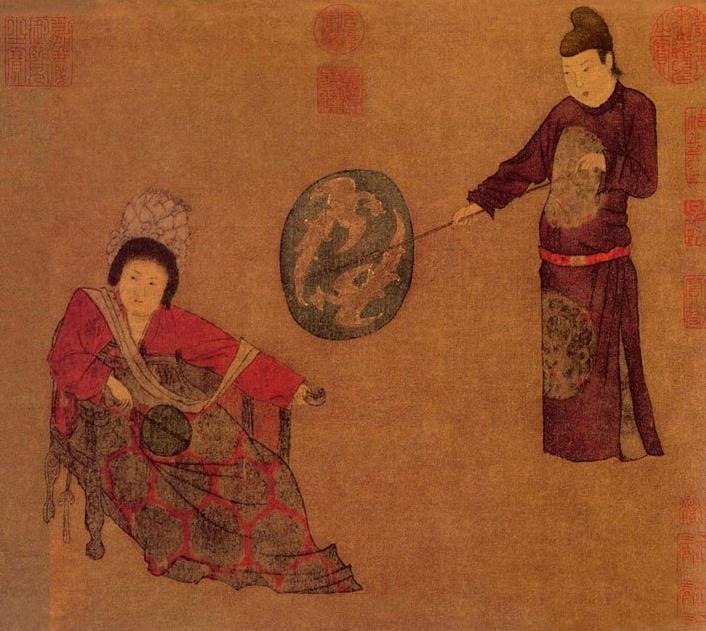 唐・周�P《挥扇仕女图》(局部),这是一幅表现贵族女人生活的作品,周�P出身豪门显宦,对唐朝的高层生活非常熟悉