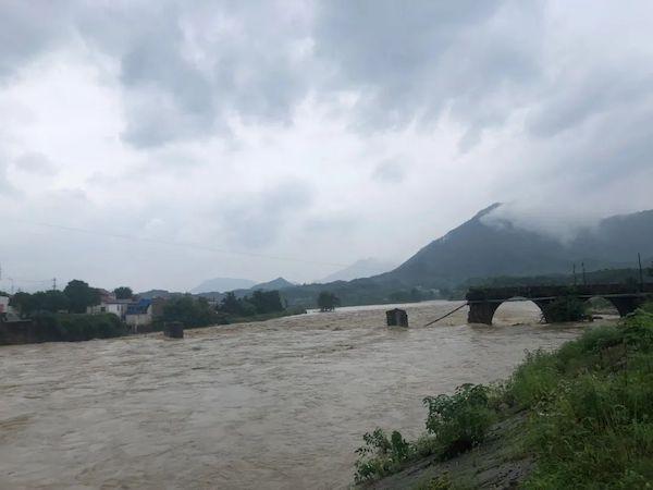 被洪水冲毁的乐成桥
