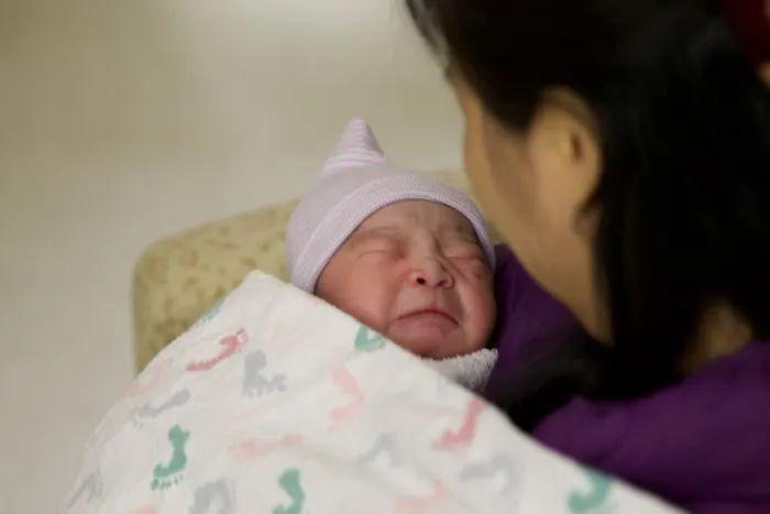 疫情期赴美生子,近百中国孕妇被遣返还有人被判刑