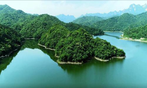 桐柏龙潭河风光(图片来源:桐柏山木雕博物馆)