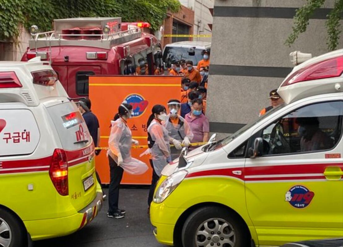韩国警方和消防人员展开搜寻工作