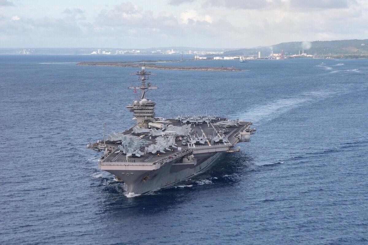 """美国海军""""罗斯福""""号航母"""